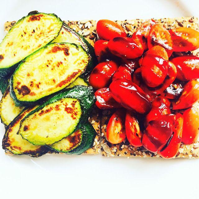 FOOD | LIFE | & em: RECIPE: Quick Snack Mini Bruschettas