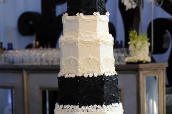Who Takes the Cake? The wedding of reality star Kim Kardashian to NBA athlete Kris Humphries cost quite a pretty penny, it's just unfortunate their marriage only lasted 72 days. The wedding which rang a price tag of a cool $10 million, didn't disappoint went it came to their cake. The six foot tall black and white tiered cake made by Los Angeles baker Hansen Cakes was reportedly modeled after the royal wedding cake. Price Tag? $20,000