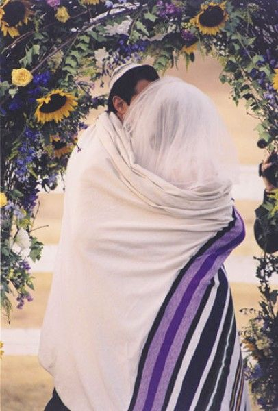 Jewish Tallit: Wedding Tradition. Great idea if you are interested in Jewish traditions. http://www.designsbydana.com/images/JewishCouple1.jpg