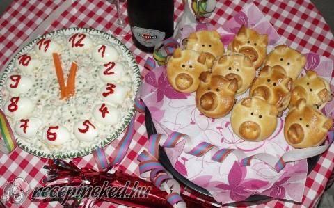 Töltött szerencsemalacok kaszinó tojással és franciasalátával recept fotóval