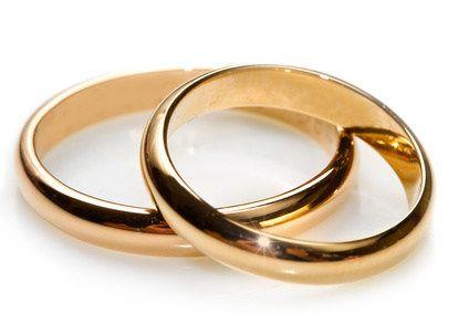 Einfache Eheringe in Gold http://www.hochzeits-themen.de/ehering-trauring.html