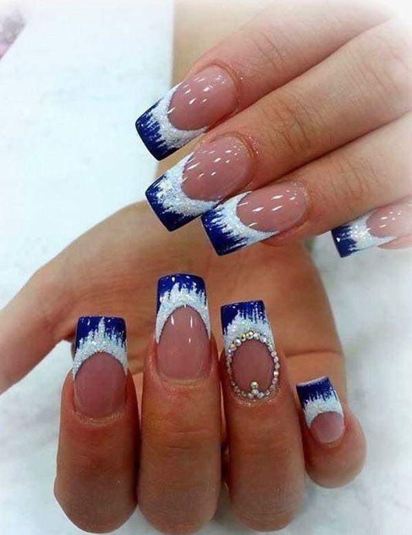 Eisiger kalter blauer französischer Tippentwurf. Mit Klarlack als Grundfarbe bei Schneekappen