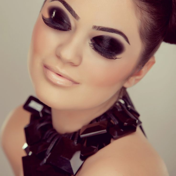 smokey eye Martha Mortasipu