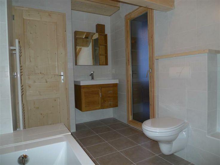 Et voici la salle de bain. Toujours dans le même style, elle en jette n'est ce pas ?