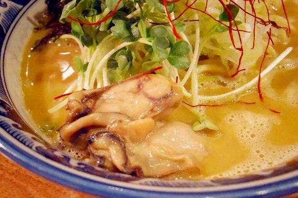 麺や佐市 JR錦糸町駅北口より徒歩3分ほど。ロッテシティホテル錦糸町の脇にあるのは、カウンター10席ほどのこじんまりとしたラーメン屋「麺や佐市」。ここでは都内でも珍しい、牡 …