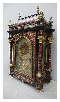 Orologio napoleone III  riccamente ornato con materiali di pregio:  tartaruga…