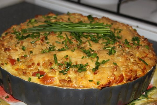 Macaroni wordt heel anders wanneer je het als taart serveert. Eigenlijk een quiche van macaroni. Erg lekker en even heel anders!