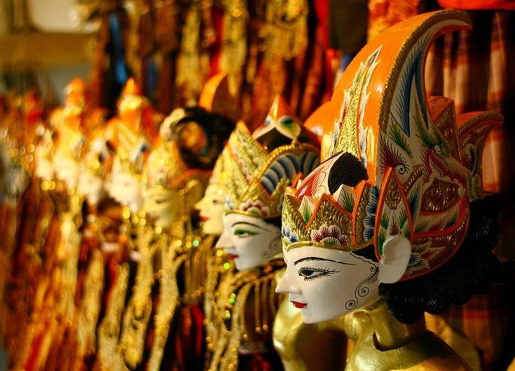 Wayang golek adalah salah satu varian wayang yang ada di Indonesia. Pertunjukan boneka kayu ini populer di wilayah Jawa Barat.