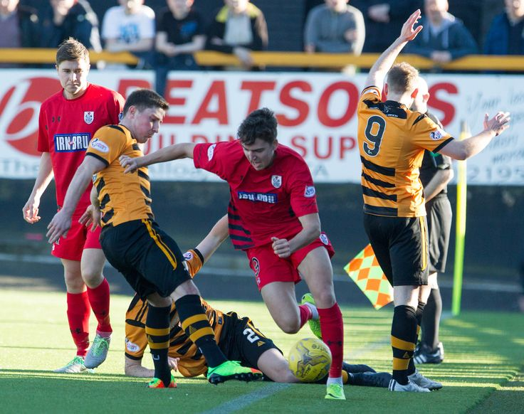 Queen's Park's Dario Zanatta in action during the Ladbrokes League One game between Alloa Athletic and Queen's Park.
