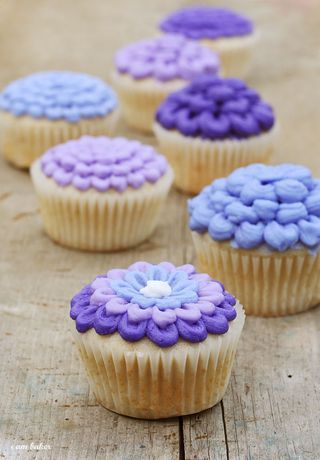 Lilac Cupcakes {full tutorial}