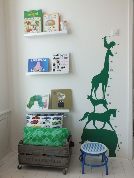 Such a fun growth chart decal. The single color brings out the green in the picture books and other greens in the playrooms.