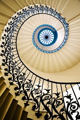 Best Swirling Stairs With Images Decor Home Decor Stairs 400 x 300
