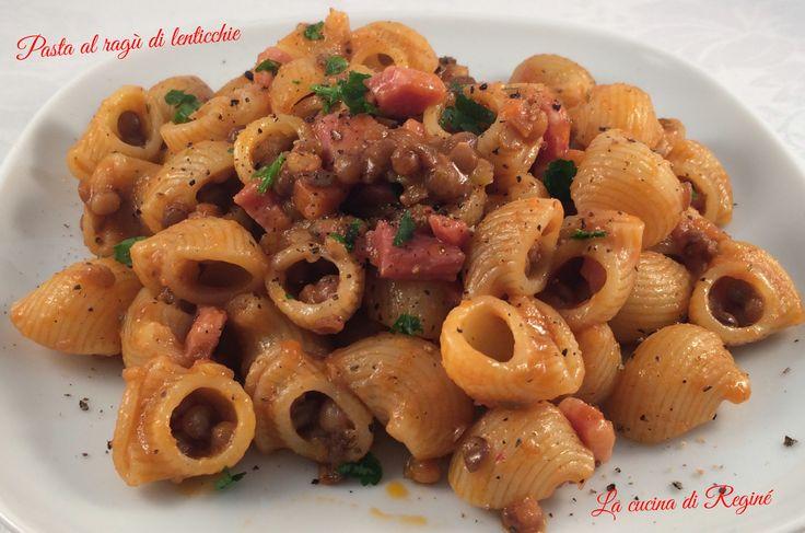 Pasta al ragù di lenticchie, una variante gustosa e saporita della classica pasta e lenticchie.