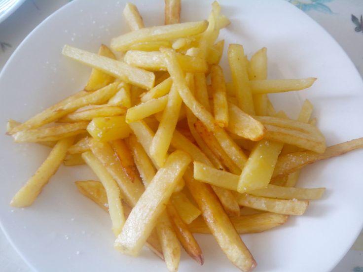 """¿Alguna vez habéis ido a un restaurante y os habéis preguntado: """"cómo conseguirán freír tanta cantidad de patatas fritas (caseras), que queden doraditas por fuera, blandas por dentro y las si…"""