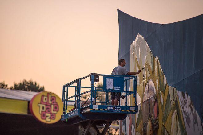 URBAN NATION @ LOLLAPALOOZA 2016  DEIH finishing up his mural  #dreamscape #urbannationberlin #DEIH #LoraZombie #LUDO #SHOK1 #DOME #MarinaZumi #TristanEaton #curiot #moneyless #Urbannation #urbanart #streetart #art #berlin #museumberlin #streetartberlin #urbanartberlin #lollapalooza #lolla #lollaberlin #festival #music #summer #lollapalooza2016