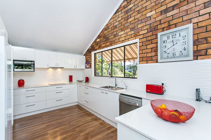 House: 5 bedrooms, 3 bathrooms, 6 carspaces for sale. Contact: Zuhre  Zavanna  re: 30 Tarrant Drive, Mudgeeraba