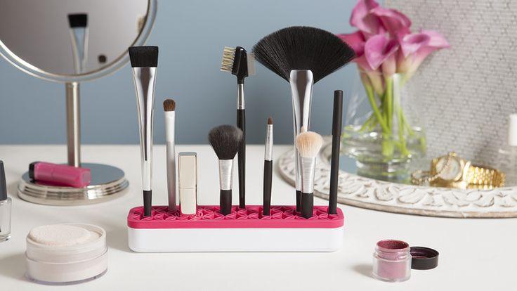 Makeup Organizer http://www.differentdesign.it/makeup-organizer/ #ZenCosmetics è un #makeup #organizer per tenere sempre in #ordine tutti gli #accessori per il vostro #make-up, la base in #silicone consente di #organizzare e tenere sempre alla portata tutti gli #strumenti utilizzati quotidianamente per il vostro #trucco.