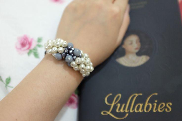 Grey & White Pearls bracelet