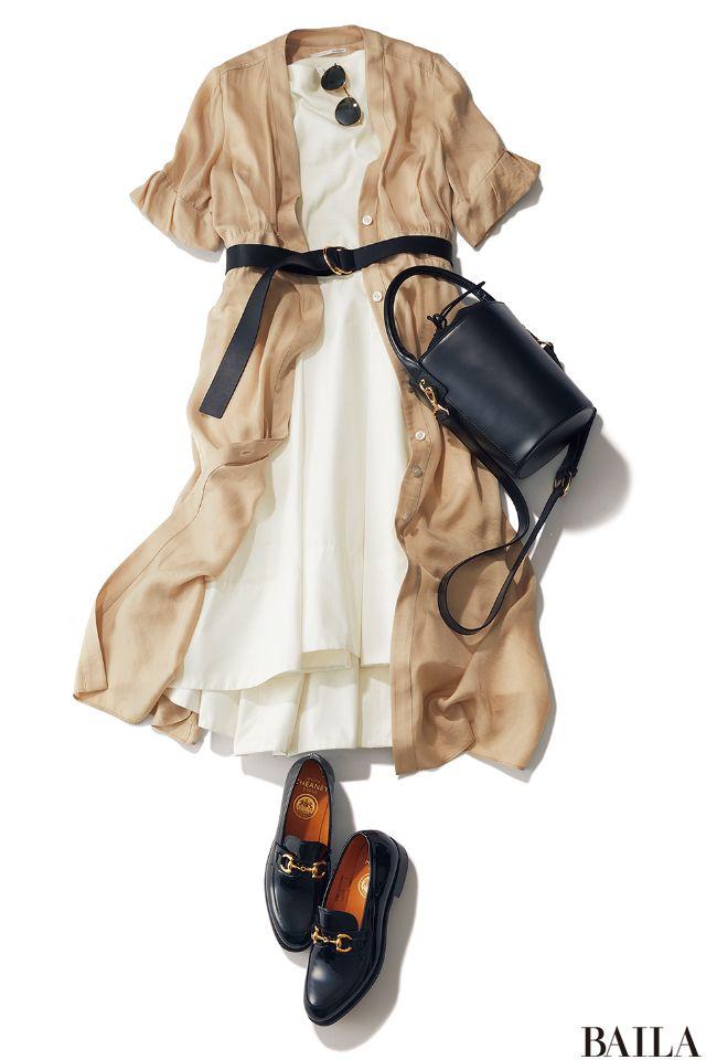 女子会に行く日は、トレンド重視のコーディネートで友達からの「いいね!」を獲得! オフショルトップス×ミディスカートの白コンビなら、今っぽいワンピース風に。白のレフ板効果で、写真映えも叶えます。会社では、ガウン風ワンピをはおってベルト&黒小物で引き締めて。ベルトのウエストマークで、・・・