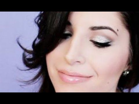 New Year's Eve / Party Makeup Tutorial (Naked 2) Even though she looks like she's seducing the camera, she does some GOOD makeup!