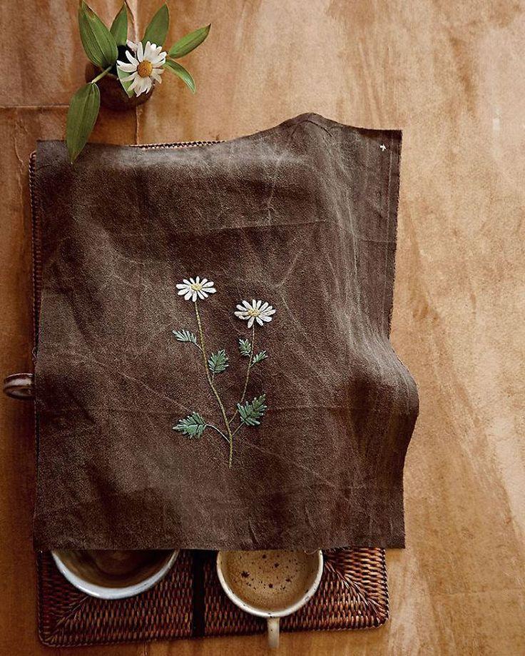 #야생화자수 #야생화자수시가되다 #한라구절초 #구절초 #꿈소 #꿈을짓는바느질공작소 #자수 #자수타그램 #embroidery #handembroidery #embroideryart #threadpainting #needlepainting #stitchart #wildflowers #dendranthema #chrysanthemum #handmade