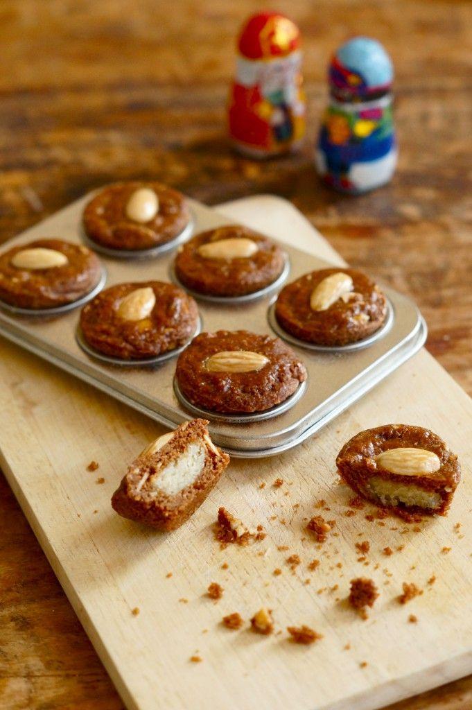 Creatief met cakeblik, lekkerrr...  Mini Gevulde Speculaas Koekjes - I am Cooking with Love
