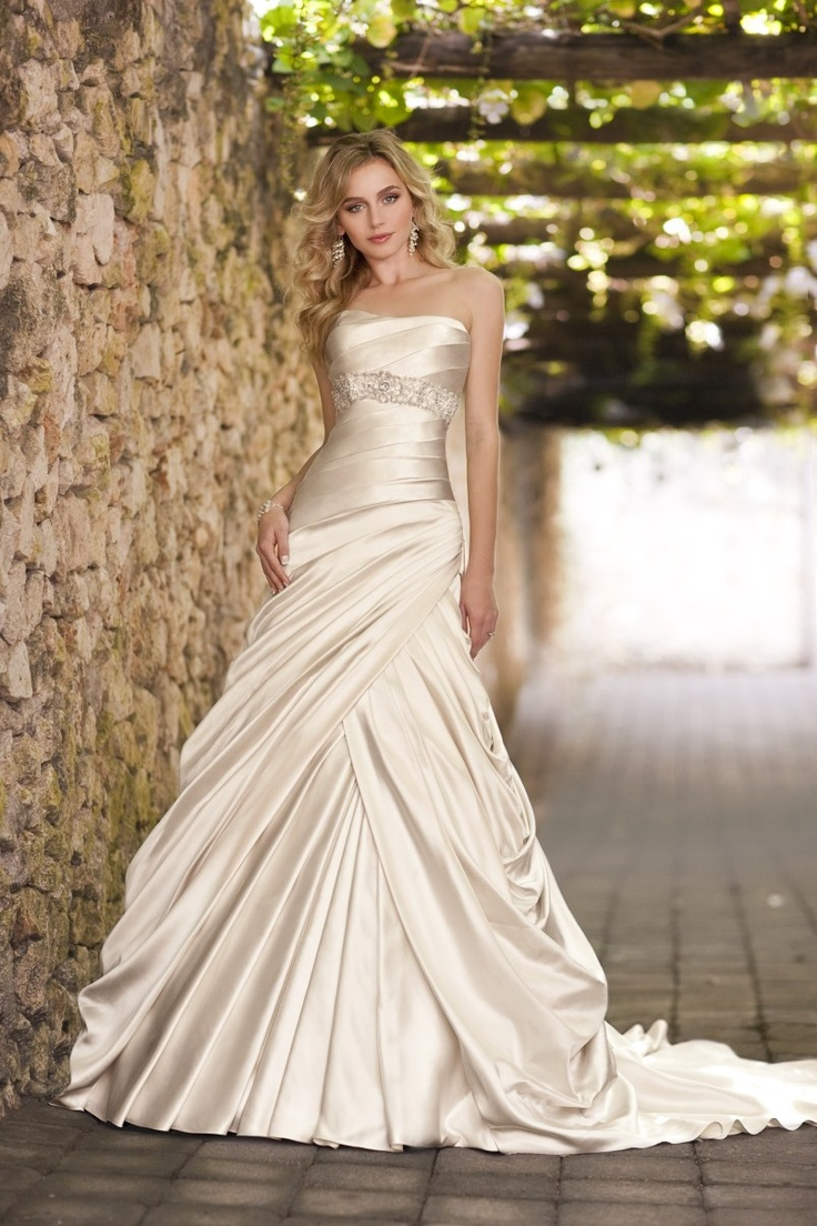 Champagne coloured wedding dress looks a little more like ivory