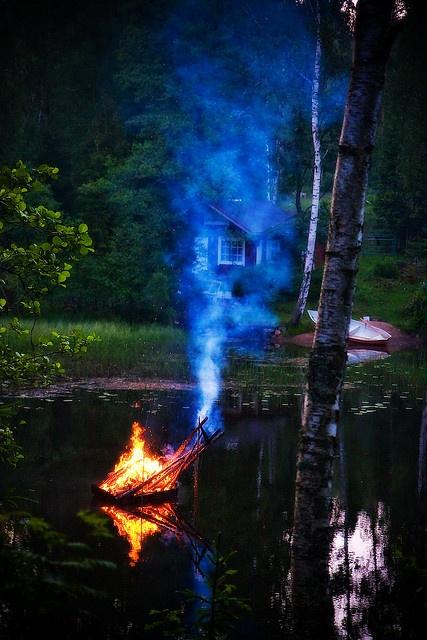 Mökki and midsummer bonfire