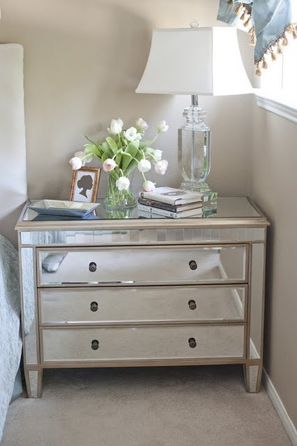 Not sure I could pull it off but I so love mirror furniture!
