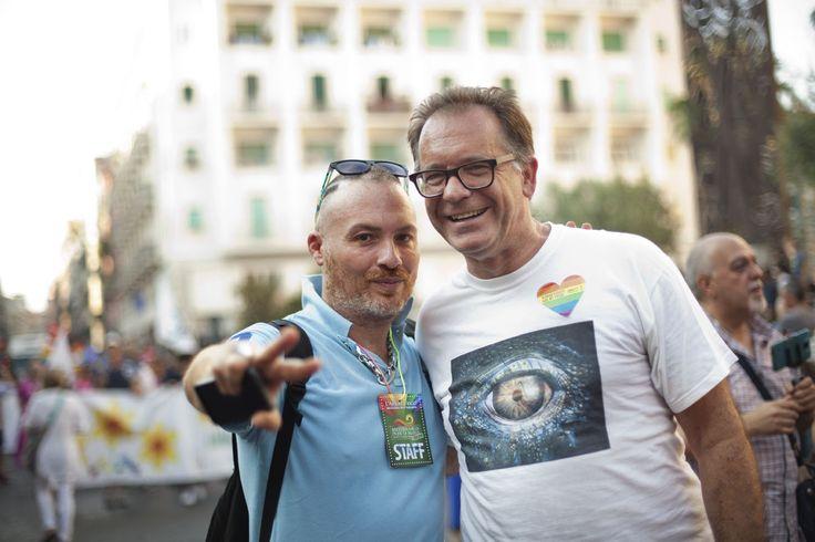 Gay Pride 2015 a Napoli: il presidente dell'Arcigay Campania Claudio Finelli con il giornalista Alessandro Cecchi Paone | © Machi di Pace (@machidipace)