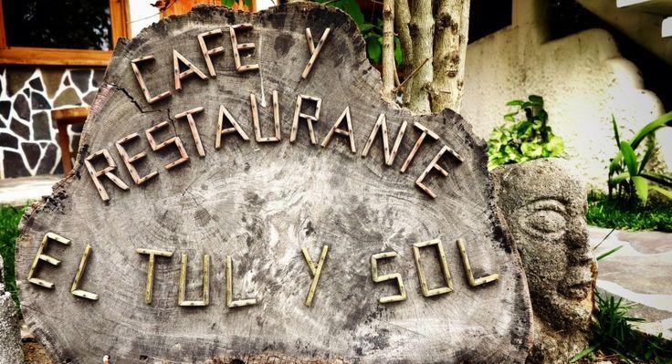 Es Tul y Sol Hospedaje y Restaurante en San Marcos La Laguna se puede parquear lancha, tiene la mejor vista, una comida francesa con tinte de Chapinlandia...