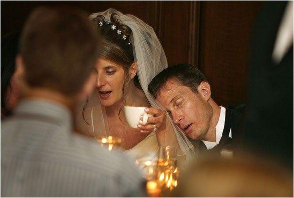 27 Hilariously Bad Wedding Photos And Wedding Fails Worst Wedding Photos Funny Wedding Pictures Funny Wedding Photos