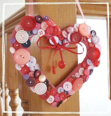 button valentine wreath: Valentines Crafts, Crafts Ideas, Buttons Crafts, Heart Wreaths, Heart Shape, Buttons Wreaths, Valentines Day, Valentines Wreaths, Buttons Heart