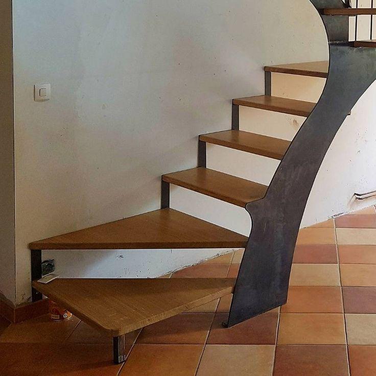 escalier 3 4 tournant limons central et a rien marches. Black Bedroom Furniture Sets. Home Design Ideas