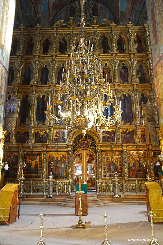 Сергиев Посад. Sergiev Posad. In 1585 the Cathedral of the Assumption was built.
