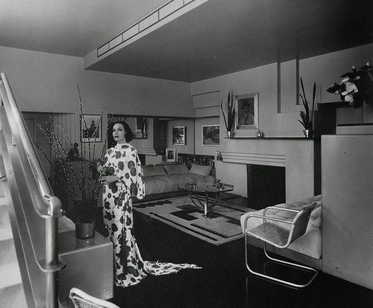 1632 best hollywood at home images on pinterest hollywood homes hollywood stars and vintage. Black Bedroom Furniture Sets. Home Design Ideas