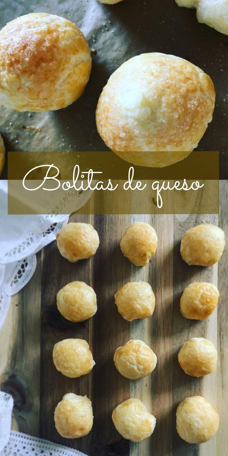 Bolitas de queso //Deliciosas bolitas de masa de hojaldre, rellenas con queso crema dulce, escarchadas en azúcar y horneadas hasta dorar.