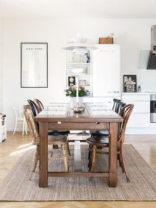 I love this relaxed home of communications masters studentJulie Wittrup Pladsbjergwhich she shares with her boyfriend in Aalborg, Denmark. Julie is a keen writer and interior decorator and recently