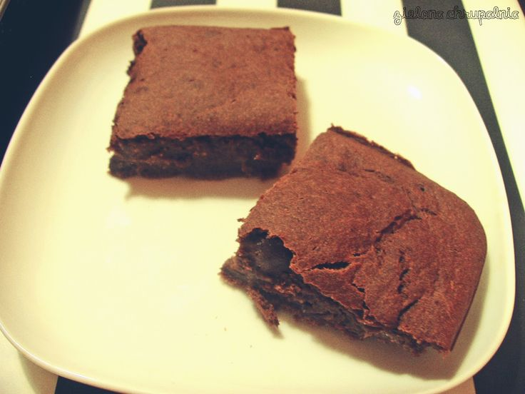 http://zielona-chrupalnia.blogspot.com/2014/11/bananowe-brownie.html