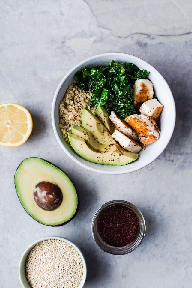 Bol De Quinoa, Avocat, Kale Et Halloumi Grillé