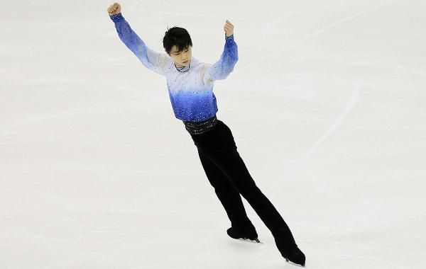 Raucous crowd cheers Hanyu to lead during short | icenetwork.com: Your home for figure skating and speed skating.