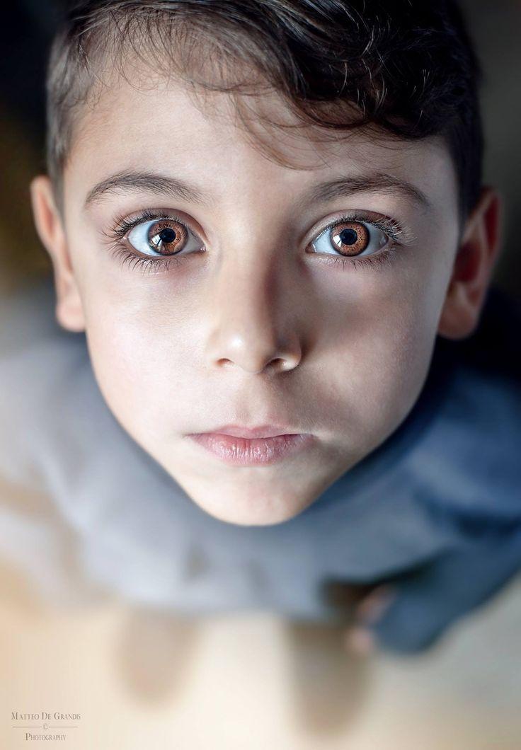 """""""Ho passato la vita a guardare negli occhi della gente, è l'unico luogo del corpo dove forse esiste ancora un'anima."""" (Matteo De Grandis © Tutti i diritti riservati.) #Portrait #Face #Eyes #Child #Young #Nikon #Skin #Colors #Art #Awesome #Cool #Bambino #Occhi"""