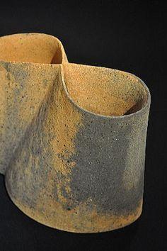 artista japonés, experimentos Mihara Ken con múltiples técnicas de cocción de sus cerámicas. Más detalles sobre su técnica se pueden encontrar en el sitio de Toku-arte. Ver lista de enlaces para un enlace bajo Mihara Ken. | decantada