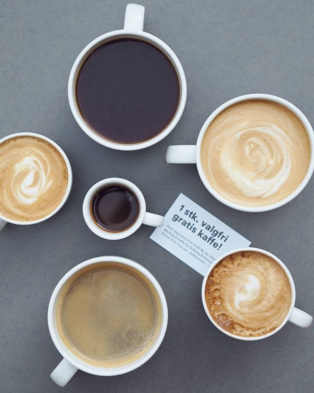 Monday morning coffee situation ☕ ☕ ☕  Husk at vi har valgfri kaffe til 15kr før 11 og hver tiende kopp gratis! Ha en god mandag og en fin dag på jobb!  #lettoslo #lett #cameraeatsfirst #coffeeisamust #coffeeshots #coffee #coffeeseasons #coffeesesh #coffeetime #flatlay #kaffetid #goodmorning #mondaymorning #godmorgennorge