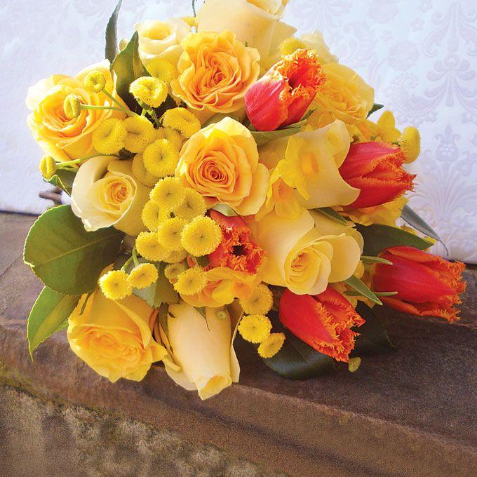 Поздравление, поздравительная открытка с днем рождения цветы желтые розы женщине