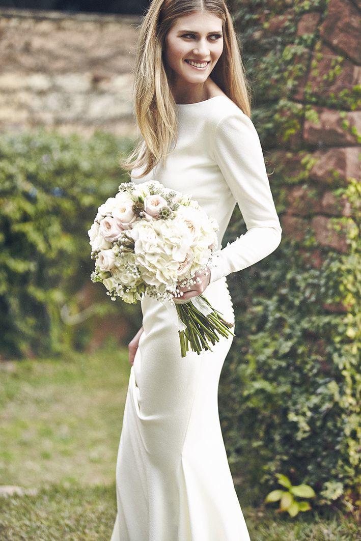 無駄を削ぎ落したシンプルスレンダードレス♡ モダンな花嫁衣装・ウェディングドレスの参照一覧。