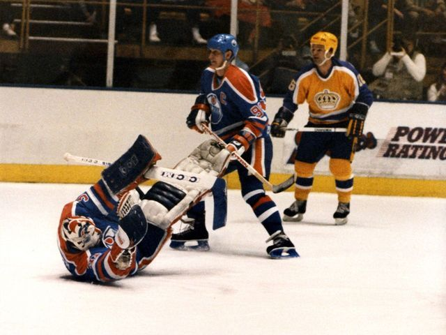 """On this day 33 years ago, the Los Angeles Kings stunned the Edmonton Oilers in what is known as """"The Miracle on Manchester"""". #NHL #Hockey"""