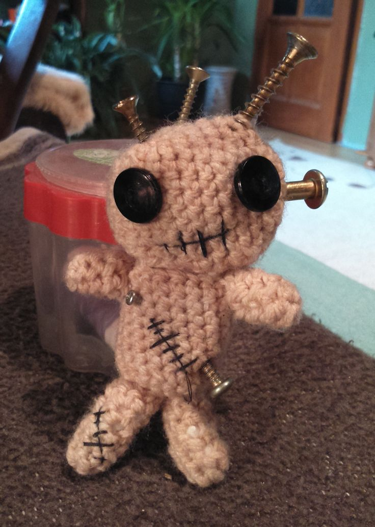 Zombi...:)))  Minta: http://www.craftfoxes.com/how_tos/crochet-zombiebot-amigurumi-free-pattern