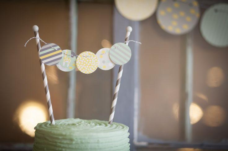 Cute cake topper - #babyshower: Baby Shower Desserts, Green Baby Showers, Cakes Toppers, Showers Idea, Baby Banners, White Cakes, Desserts Tables, Baby Showers Desserts, Baby Showers Yellow And Green