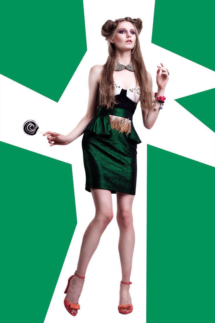 Foto: moonsafari.pl Modelka: Sofia/Avant Models, Projektant/Stylizacja: Edyta Kaczyńska Buty: Fun in Design Włosy: Ciach Fryzjer Make-up: Grzegorz Łastowiecki